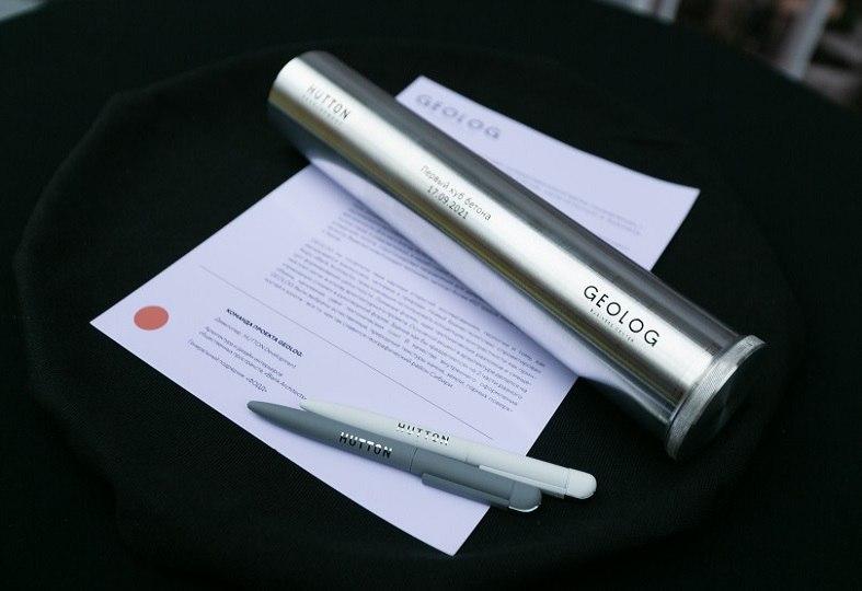 Hutton заложил «капсулу времени» с посланием потомкам в основание фундамента нового бизнес-центра - GEOLOG