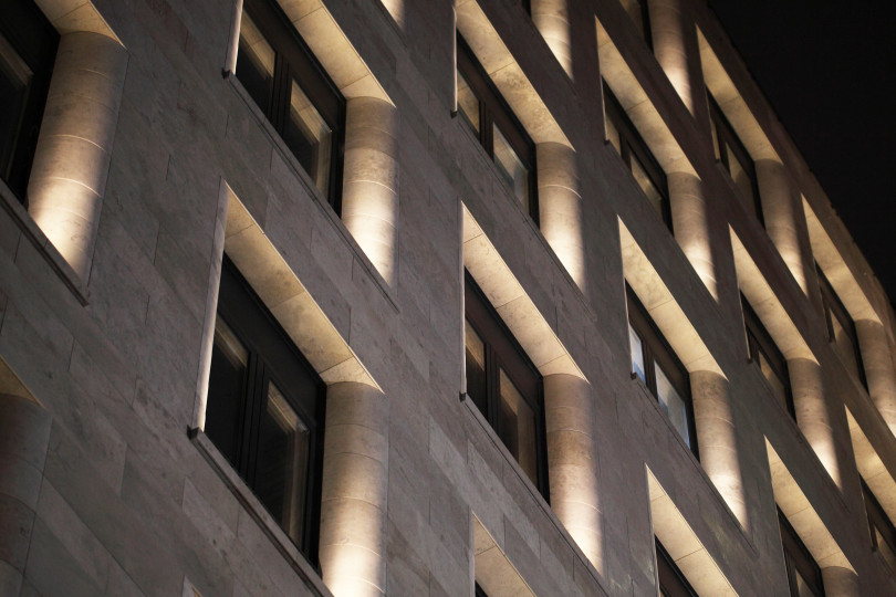 Архитектурная подсветка фасада клубного дома «Цвет32»